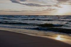 日落时间的波罗的海,波兰, Leba 图库摄影