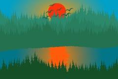 日落森林湖和小山 免版税库存图片