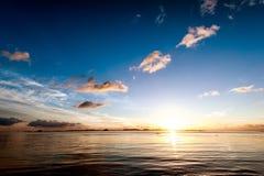 日落海天空夏天风景 免版税库存图片
