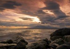 日落海洋在堪察加 免版税库存照片
