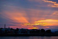 日落海湾港口哈尼亚市,克利特,希腊 免版税库存图片