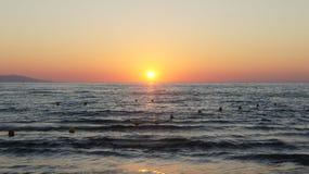 日落海滩古韦斯Crète海岛 免版税库存照片