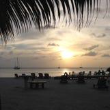 日落海滩风船Caye填缝隙工 图库摄影