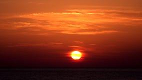 日落海滩timelapse,在海滨的日出,在日落的海景在夏天 股票视频