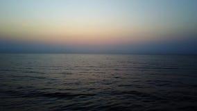 日落海鸟瞰图有波浪的 股票视频