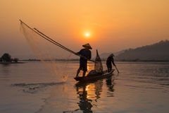 日落渔夫渔 库存照片