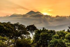 日落火山,安提瓜岛,危地马拉 免版税图库摄影