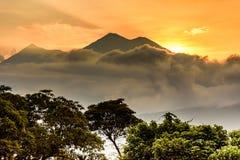 日落火山,安提瓜岛,危地马拉 免版税库存图片