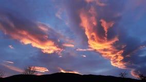 日落灼烧的天空 库存图片