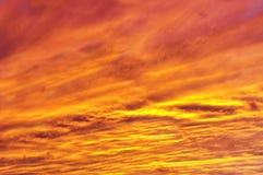 日落照亮的生动的天空 库存照片