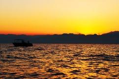 在海的日落 库存照片