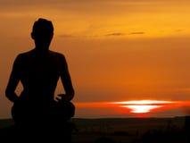 日落瑜伽 库存图片