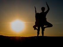 日落瑜伽 库存照片