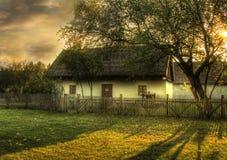 日落的一点房子 免版税库存照片