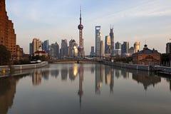 日落的上海浦东,中国 免版税库存照片