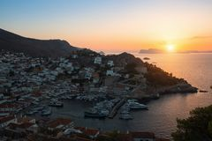 日落的九头蛇海岛,爱琴海,希腊 旅行 免版税图库摄影