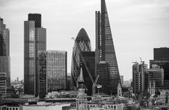日落的伦敦市 著名摩天大楼伦敦市事务和银行业务唱腔视图在黄昏 伦敦英国 免版税库存照片