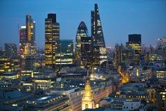 日落的伦敦市 著名摩天大楼伦敦市事务和银行业务唱腔视图在黄昏 伦敦英国 库存图片