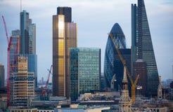 日落的伦敦市 著名摩天大楼伦敦市事务和银行业务唱腔视图在黄昏 伦敦英国 免版税图库摄影