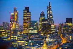日落的伦敦市 著名摩天大楼伦敦市事务和银行业务唱腔视图在黄昏 伦敦英国 免版税库存图片