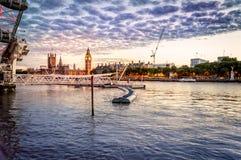 日落的伦敦江边 库存照片