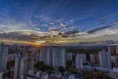 日落的佐尾Jose Dos坎波斯市,圣保罗,巴西 免版税库存照片