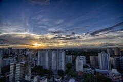 日落的佐尾Jose Dos坎波斯市,圣保罗,巴西 免版税库存图片