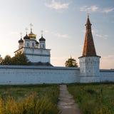 日落的俄国修道院 库存图片