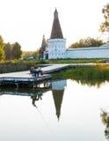 日落的俄国修道院 免版税库存照片