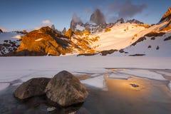 日落的光芒的费兹罗伊 巴塔哥尼亚 免版税图库摄影
