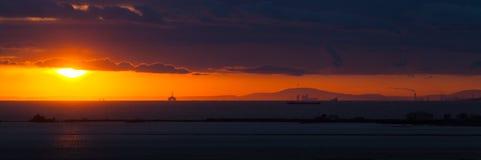 日落的全景在海滩 免版税库存照片