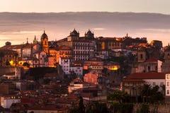 日落的全景老城市波尔图,波尔图,葡萄牙 库存照片