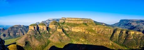 日落的全景视图在三Rondavels的布莱德河峡谷自然保护 免版税库存图片