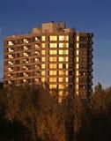 日落的公寓房 库存图片