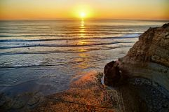日落的冲浪者 免版税图库摄影