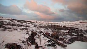 日落的北极寒带草原在一阵强风期间 影视素材