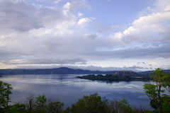 日落的十和田湖在青森,日本 免版税库存照片