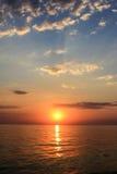 日落的反射在海 免版税库存照片