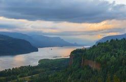 日落的哥伦比亚峡谷 免版税库存照片