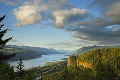 日落的哥伦比亚河峡谷 免版税图库摄影