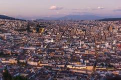 日落的基多首都,厄瓜多尔 库存照片