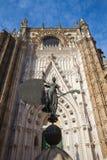日落的塞维利亚大教堂 西班牙 免版税库存图片