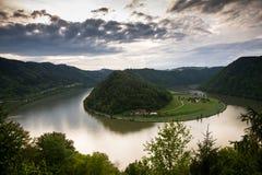 日落的多瑙河 免版税库存图片