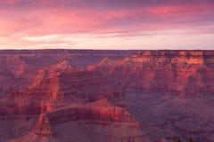 日落的大峡谷国家公园在冬天有从南外缘的一个看法 图库摄影