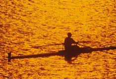 日落的孤零零划船者在波托马克河,华盛顿, D C 库存图片
