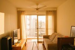 日落的室与黄灯 库存照片