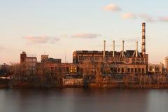 日落的工厂 库存图片