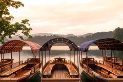 日落的布莱德湖 免版税库存图片