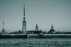日落的彼得和保罗堡垒,圣彼德堡,俄罗斯,黑白葡萄酒过滤器 免版税库存照片