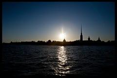 日落的彼得和保罗堡垒, Troitsky桥梁,圣彼德堡,俄罗斯 库存图片